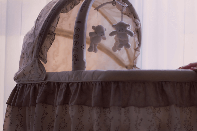 How to Make a Cot Cosy and Safe for a Baby
