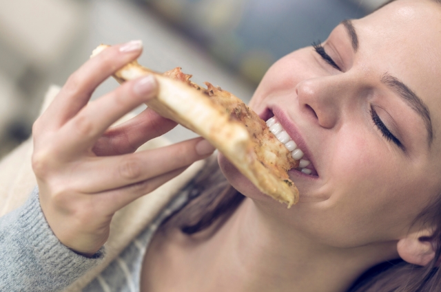 Can I eat domino's pizza while breastfeeding?